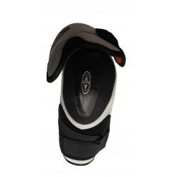 Easton Synergy 300 hockey shin knee pads roller